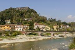 Fortaleza de Brunella sobre el río de Magra, Aulla Fotos de archivo libres de regalías