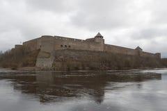 A fortaleza de Ivangorod fotos de stock royalty free