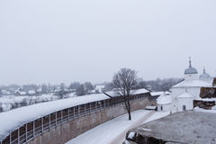 Fortaleza de Izborsk en invierno Imágenes de archivo libres de regalías
