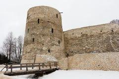 Fortaleza de Izborsk no inverno Fotos de Stock