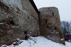 Fortaleza de Izborsk no inverno Fotos de Stock Royalty Free