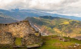 Fortaleza de Kuelap nas montanhas de andes do Peru imagem de stock