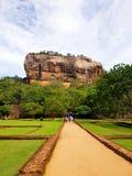 Fortaleza de la roca situada en lanaka del sri imágenes de archivo libres de regalías