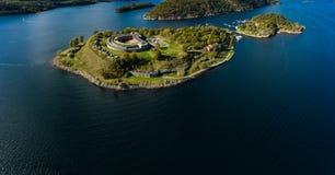 Fortaleza de Oscarsborg em Oslofjorden, Noruega fotografia de stock