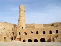 Fortaleza de piedra y x28; ribat& x29; con una torre en la ciudad de Monastir Foto de archivo