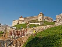 Fortaleza de Rasnov - exterior imagenes de archivo