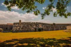 Fortaleza de San Carlos de La Cabana, fort av den St Charles ingången havana Gammal fästning i Kuba royaltyfria foton
