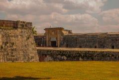 Fortaleza de San Carlos de La Cabana, fort av den St Charles ingången havana Gammal fästning i Kuba royaltyfria bilder