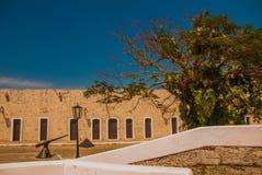 Fortaleza de San Carlos de La Cabana, fort av den St Charles ingången havana Gammal fästning i Kuba arkivbild