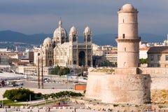 Fortaleza e catedral de Marselha Fotos de Stock Royalty Free