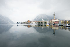 Pueblo italiano en el lago Como Fotografía de archivo libre de regalías