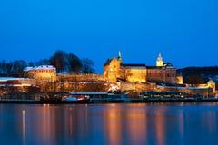 Fortaleza en la noche, Oslo, Noruega de Akershus fotos de archivo