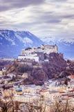 Fortaleza Hohensalzburg: Castelo medieval bonito dentro, atração turística fotografia de stock