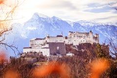 Fortaleza Hohensalzburg: Castelo medieval bonito em Áustria, atração turística foto de stock