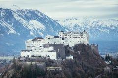 Fortaleza Hohensalzburg: Castelo medieval bonito em Áustria, atração turística imagens de stock