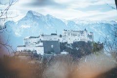 Fortaleza Hohensalzburg: Castelo medieval bonito em Áustria, atração turística fotografia de stock