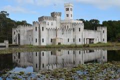 Fortaleza impresionante del castillo de Newman's en Bellville Tejas los E.E.U.U. con el puente y la torre de drenaje de la fosa Fotografía de archivo libre de regalías