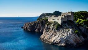 A fortaleza Lovrijenac é um jogo dos tronos que disparam no grupo em Dubrovnik fotografia de stock