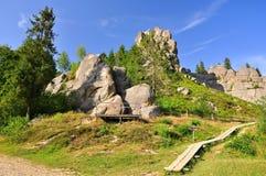 Fortaleza medieval de la fortaleza, rocas Imágenes de archivo libres de regalías