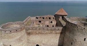 Fortaleza medieval en la orilla del mar metrajes