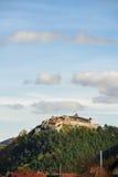 Fortaleza medieval en Rasnov, Transilvania, Brasov, Rumania imagen de archivo libre de regalías