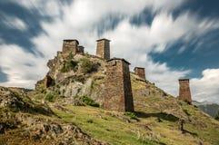 Fortaleza medieval Keselo en el pueblo Omalo en Tusheti, Georgia Foto de archivo