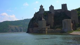 Fortaleza medieval vieja Golubac, Serbia almacen de video