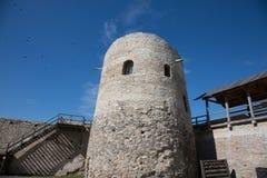 Fortaleza restaurada de Izborsk Imagens de Stock Royalty Free