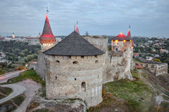 Fortaleza velha de Kamenetz-Podolsk perto da cidade de Kamianets-Podilskyi Fotografia de Stock Royalty Free