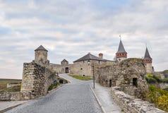 Fortaleza velha de Kamenetz-Podolsk perto da cidade de Kamianets-Podilskyi Fotografia de Stock