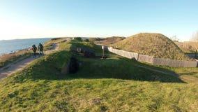 Fortaleza velha de Suomenlinna nas ilhas perto da capital de Finlandia Helsínquia video estoque