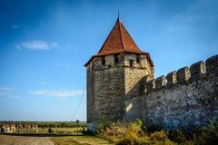 Fortaleza velha no rio Dniester no dobrador da cidade, Transnistria Cidade dentro das beiras de Moldova abaixo do unrecogni do co Imagens de Stock