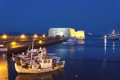 Fortaleza veneciana vieja de Koules, en la noche, Heraklion, Creta fotos de archivo