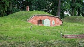 Fortaleza vieja del almacén en una colina Fotografía de archivo libre de regalías