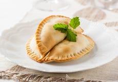 Fortalezca los empanadas con un relleno delicioso del picadillo de la carne foto de archivo