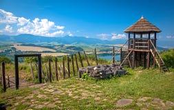 Forte celta do monte em Havranok - Eslováquia foto de stock royalty free