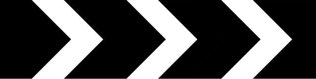 Forte déviation d'itinéraire au bon poteau de signalisation Image libre de droits