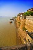 Forte de Ramnagar pelo rio Ganges imagens de stock royalty free