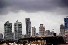 Forte de Worli com a skyline de Worli no fundo Imagem de Stock