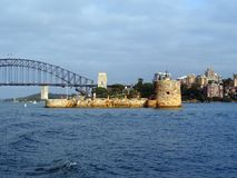 Forte Denison e Sydney Harbour Bridge, Austrália Foto de Stock
