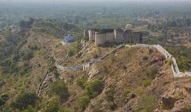 Forte destruído velho no distrito de Rajsamand perto de Jaipur, Índia imagens de stock royalty free