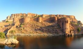 Forte e lago na Índia de Jodhpur no por do sol Imagem de Stock