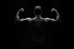 Forte flessione dell'uomo di forma fisica Fotografie Stock Libere da Diritti