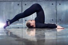 Forte ginnasta della donna Fotografia Stock Libera da Diritti