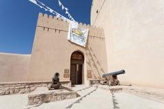 Forte histórico de Nizwa, sultanato de Omã imagens de stock