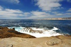 Forte onda sulla roccia Fotografie Stock
