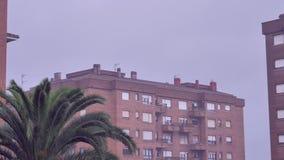 Forte pluie dans le secteur de dortoir banque de vidéos