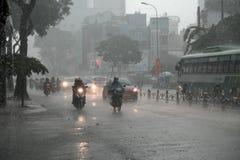 Forte pluie, saison des pluies à la ville de Ho Chi Minh Photographie stock