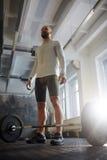 Forte Powerlifter pronto all'allenamento con il bilanciere Fotografia Stock Libera da Diritti