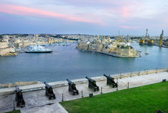 Forte Sant Angelo e bateria de armas de Valletta malta Imagem de Stock